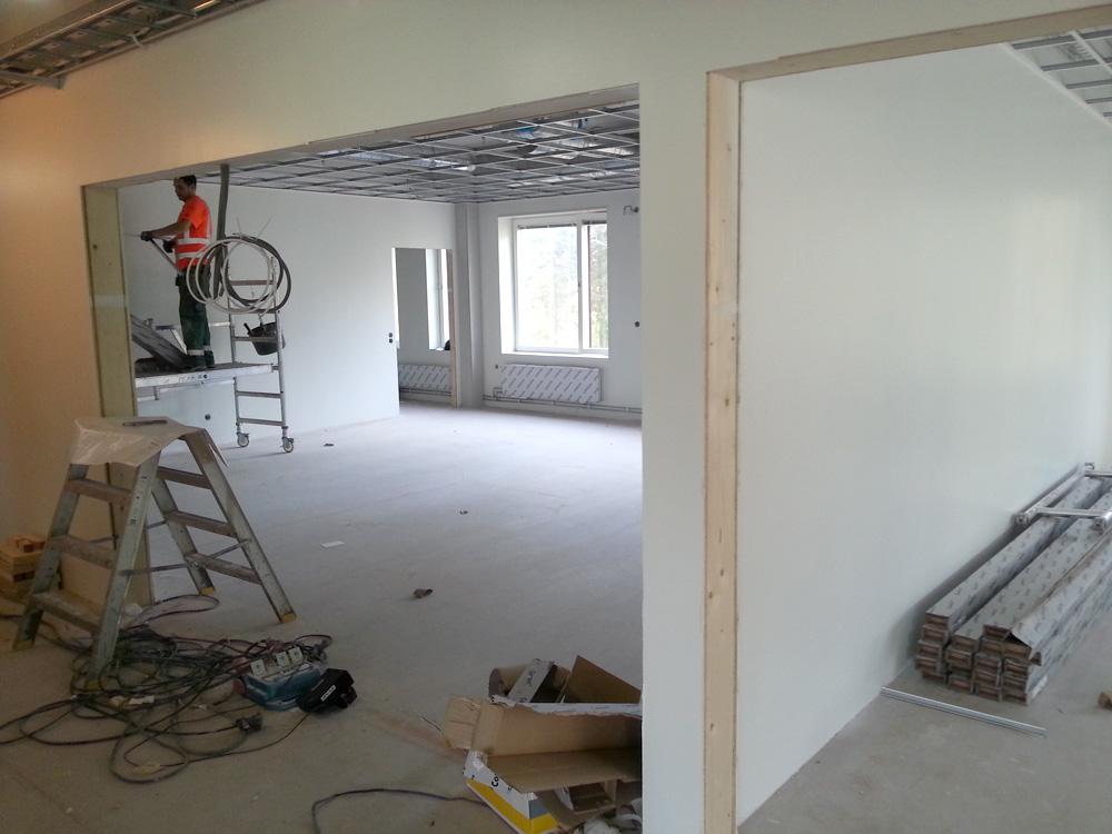 Korridor och klassrum.